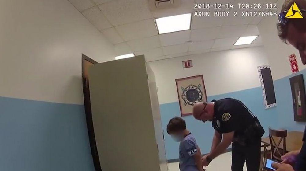 El impactante video que muestra la detención de un niño de 8 años