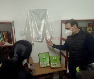 foto: Valdés inauguró  un merendero y una biblioteca en Punta Taitalo