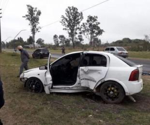 foto: Mercedes: soldado estrelló su auto contra un poste de luz