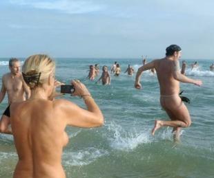 foto: Hay contagiados en el complejo nudista más grande del mundo