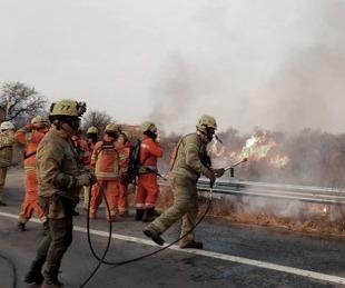 foto: Córdoba: combaten cuatro focos activos de incendios en las sierras