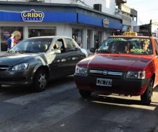 foto: Rige el incremento en el precio de la bajada de bandera del taxi a $65