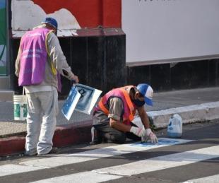 foto: Pintan pictogramas en las sendas peatonales de Junín