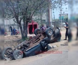 foto: Camioneta despistó y terminó en una zanja: No hay víctimas fatales